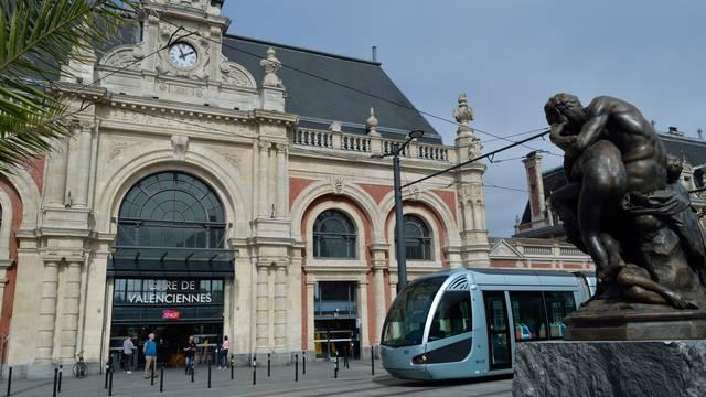 Valenciennes-tramway-place-de-la-gare