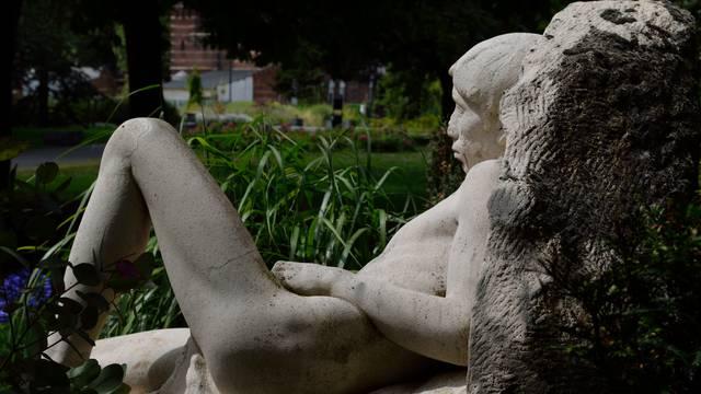 visit parks and garden valenciennes france