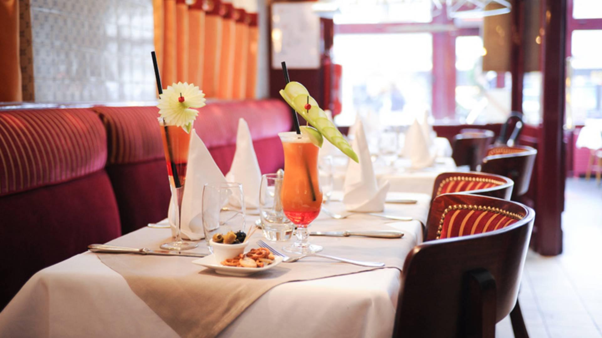 Valenciennes, restaurant l'Escargot, table dressée