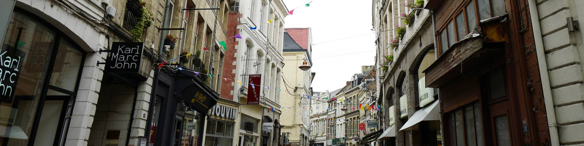 THE essential street of Valenciennes to satisfy his passion for shopping.