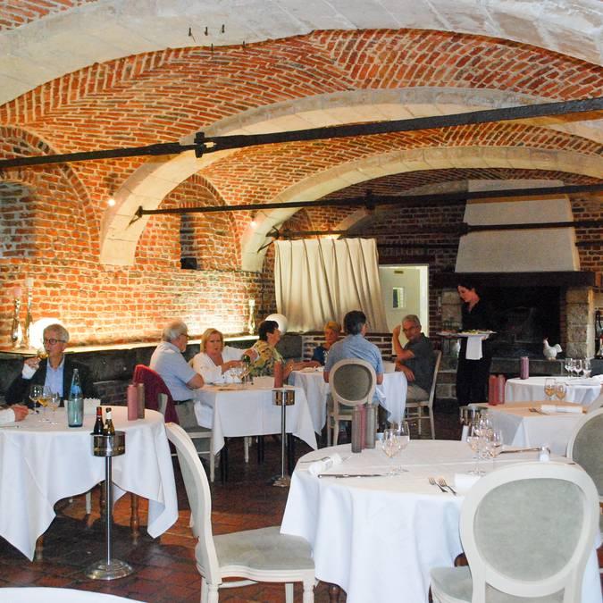 Salle de restaurant, la gentilhommière à Artres